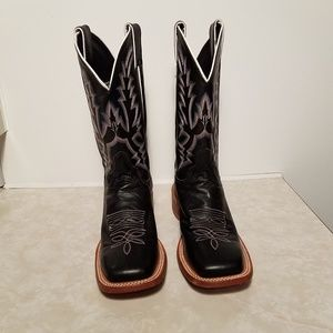 "Western Boots Woman's size 7.5 ""B""."